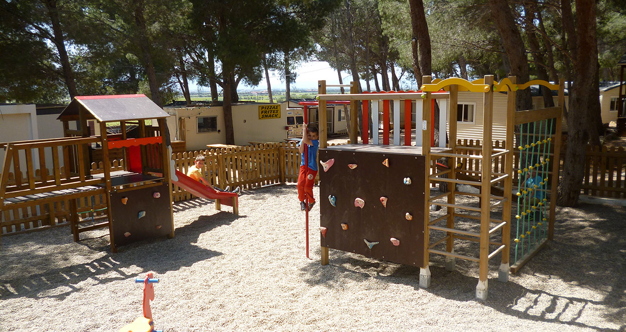 Camping Le Bois de Pins - Children's playground on the campsite